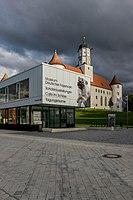 Schloss Höchstädt mit Informations- und Ausstellungsgebäude 005.jpg