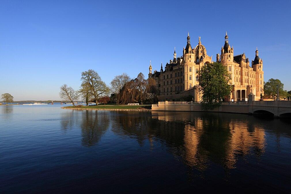 Schweriner Schloss blau.JPG