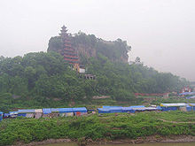 Shibaozhai leaning red pavilion and temple.jpg