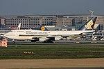 Singapore Airlines Boeing 747-412 9V-SPJ (22813370402).jpg