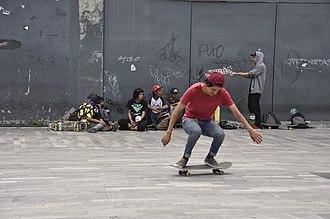 Freestyle skateboarding tricks - Image: Skateboarding at Mexico City Flip 092