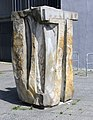 Skulptur Peter-Weiss-Gasse 1 (Helld) Öffnung Flora&Uli Mathes&2000.jpg
