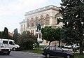 Sopron, das Franz-Liszt-Kulturzentrum und das Széchenyi-Denkmal.jpg