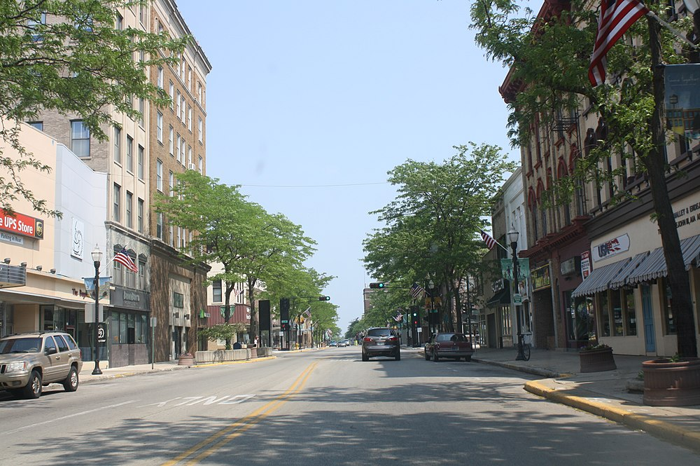 The population density of Fond du Lac in Wisconsin is 820.39 people per square kilometer (2124.49 / sq mi)