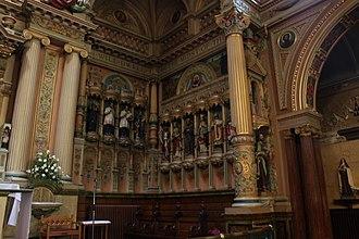 St Charles Borromeo, Hull - Image: South western corner of the sanctuary, St. Charles Borromeo, Hull