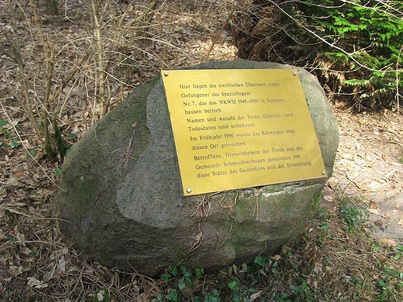 File:Speziallager Nr. 7 Gedenkstein am Friedhof.jpg