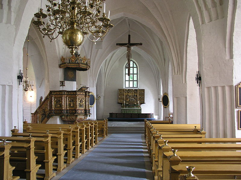 File:St Laurentii kyrka Nave.jpg