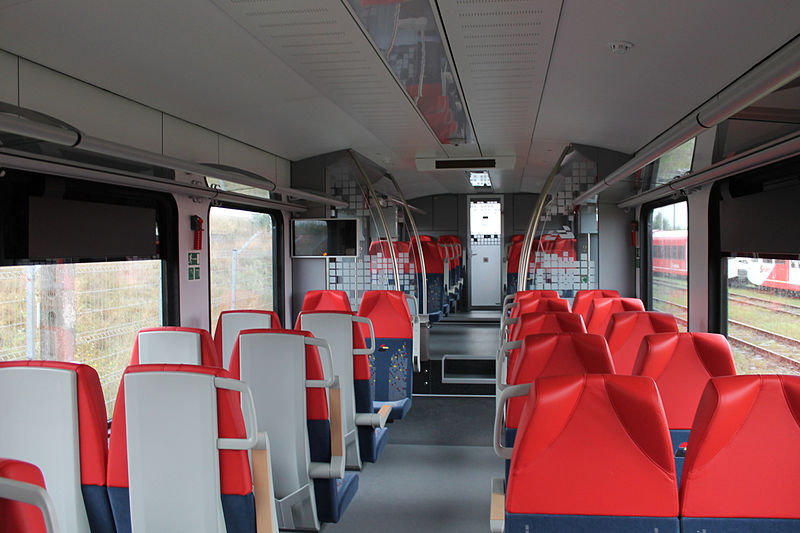 File:Stadler FLIRT3 dla ŁKA - wnętrze (2), Stadler Polska, 2014-08-21 (Muri WK14).jpg