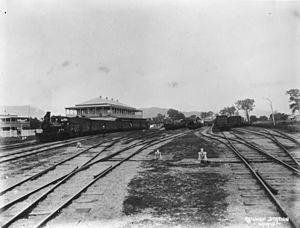Tablelands railway line, Queensland - Image: State Lib Qld 1 102855 Cairns Railway Station, ca. 1890