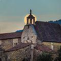 Statue de la Trinité sur fond de pleine lune. Chapelle Saint-Jean, Château de Tallard.jpg
