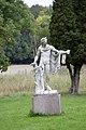 Statue near the castle - panoramio.jpg