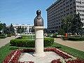 Statuia lui N. Iorga - panoramio.jpg