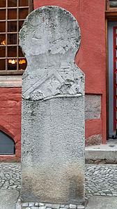 Stralsund, Fährstraße 24, Beischlagstein links vor dem Eingang (2012-03-11), by Klugschnacker in Wikipedia.jpg