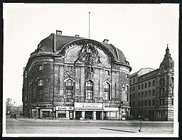 Komische Oper, N.N. [CC0], via Wikimedia Commons
