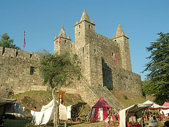 Castle of Santa Maria da Feira - A reenactment of the medieval fair that gave rise to the Castle's name