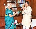 The Governor of Goa, Smt. Mridula Sinha meeting the Union Minister for Railways, Shri Suresh Prabhakar Prabhu, in New Delhi on July 30, 2015.jpg