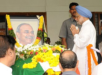 Y. S. Rajasekhara Reddy - Prime Minister Manmohan Singh paying homage at the mortal remains of Y. S. Rajasekhara Reddy.