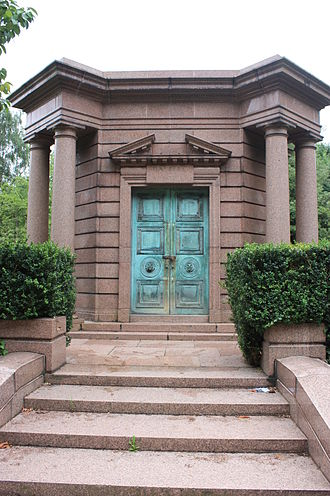 Davison Dalziel, 1st Baron Dalziel of Wooler - The vault of Baron Dalziel of Wooler, Highgate Cemetery
