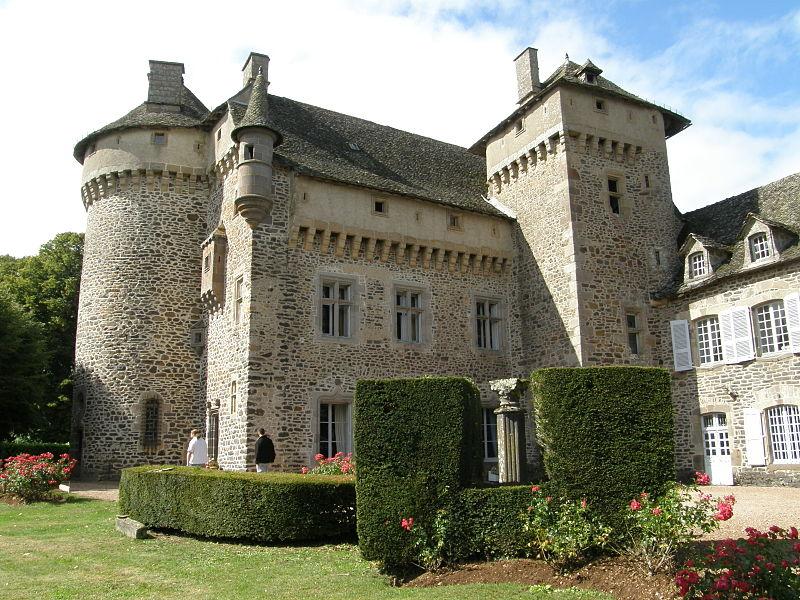 File:Tours et chemin de ronde du château de la Vigne.JPG