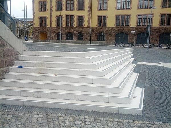 Treppe Hauptbahnhof Chemnitz.jpg