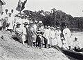 Tropenmuseum Royal Tropical Institute Objectnumber 60038552 Een gezelschap met gouverneur Van Hee.jpg