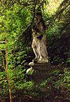 foto van Zionsburg: tuinbeeld wellicht voorstellende de muze Erato als jongeling op sokkel