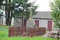 Uhrusk, cmentarz wokół cerkwi, z poł. XIX w., jedyny zachowany nagrobek.JPG