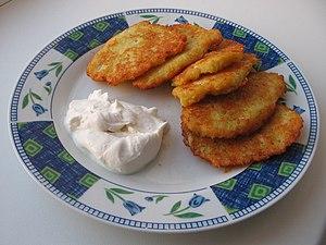 Latke–Hamantash Debate - Latkes with sour cream