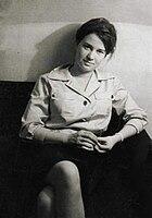 Ulrike Meinhof en jeune journaliste (retouché) .jpg