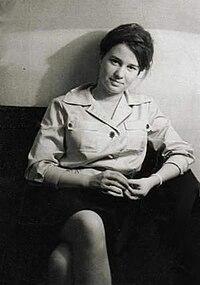 Ulrike Meinhof als junge Journalistin (retuschiert).jpg