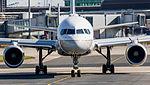 United Airlines B757 (26633813752).jpg