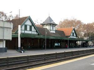 Villa del Parque - Railway station.