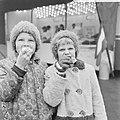 Verkoop van oliebollen ten bate Reumafonds gestart in Amsterdam Vooral de jeugd, Bestanddeelnr 915-8846.jpg