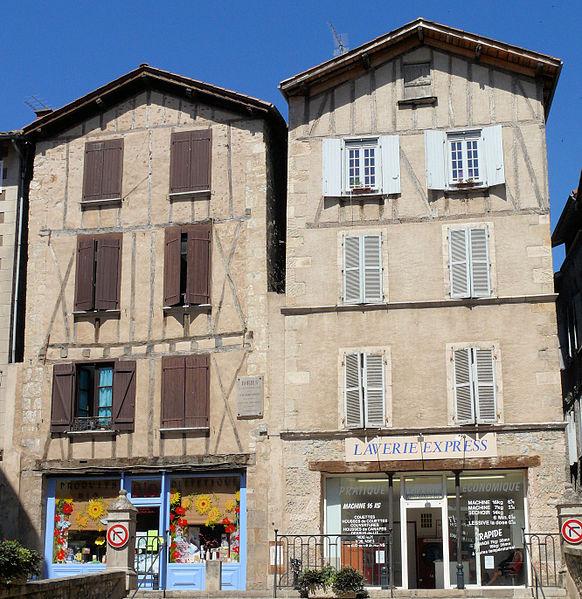 File:Villefranche-de-Rouergue - Place de la Fontaine -3.JPG