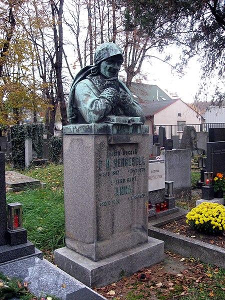 File:Vinohradské hřbitovy, František Hergesell.jpg