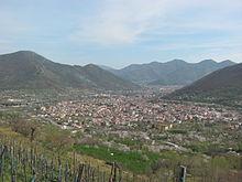 Ingresso principale alla vallata di Siano e monte Iulio, vista dalla SP 7 sul monte Le Porche