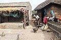 Vrouw aan het werk in het huishouden in Senegal.jpg