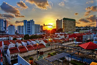 Central Area, Singapore - Image: Warmth of the evening sun over Chinatown (8438502340)