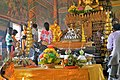 Wat Phnom Daun Penh, intérieur (3).jpg