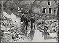 Watersnood 1953. De eerste groep stadsmeisjes, die gaan helpen in de noodgebiede, Bestanddeelnr 059-1108.jpg