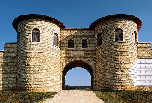 Weißenburg in Bayern: Porta decumana (Rekonstruktion); UNESCO-Welterbe Obergermanisch-Retischer Limes.