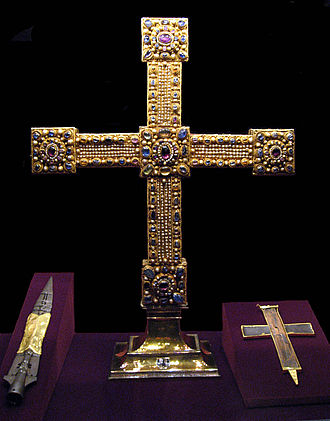 Imperial Cross - The Imperial Cross with the Holy Lance (left) and the reliquary of the true cross (right) in the Imperial Treasury, Vienna