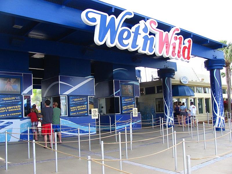 File:Wet n Wild Orlando entrance gates 2.jpg
