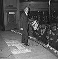 Wim Kan op oudejaarsavond voor radio, Wim Kan tijdens zijn optreden, Bestanddeelnr 915-8884.jpg