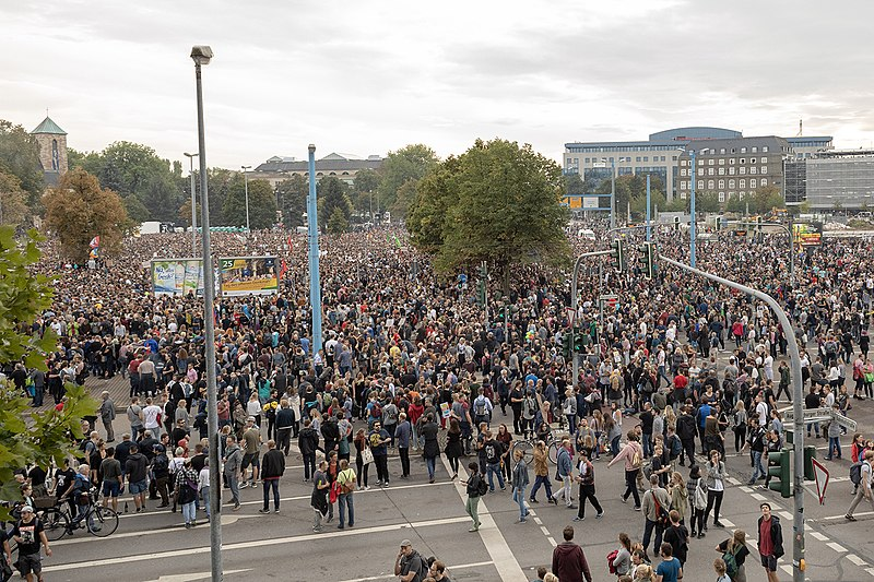 Datei:WirSindMehr Chemnitz Demonstration 2018.jpg