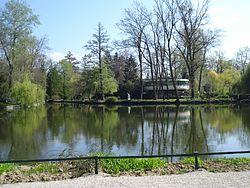 Zagreb - Maksimirsko jezero u travnju.JPG