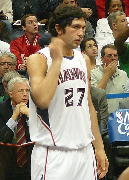 d400538ca Pachulia with the Atlanta Hawks in May 2008