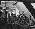 Zolder met allerlei wapen en voorwerpen, Bestanddeelnr 900-0427.jpg