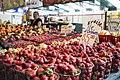 Étalage de fraises au marché Atwater.jpg