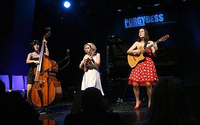 Österreichischer Kabarettpreis 2011 (17) Die Dornrosen.jpg
